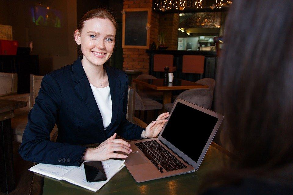 Raih Kesuksesan di Usia Muda, Ikuti Tips Ini dalam Berkarier