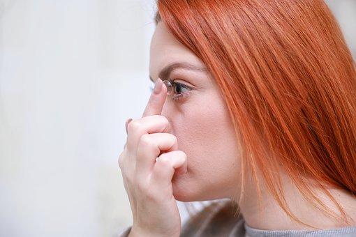 Pakai Lensa Kontak Lebih Berisiko Kena Virus Dibanding Kacamata