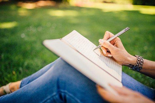 Mau Jadi Penulis Andal? Ini Tips dari Pakar Komunikasi