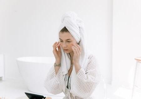 Merusak Kulit, Jangan Gunakan 3 Jenis Skincare Ini Setiap Hari