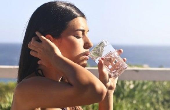 Pengobatan China Kuno: Manfaat Ampuh Minum Air Panas Tiap Pagi