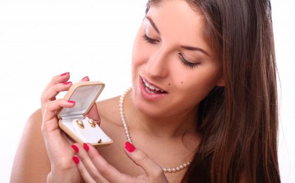 Begini Cara Membersihkan Perhiasan Perak Agar Makin Kinclong...