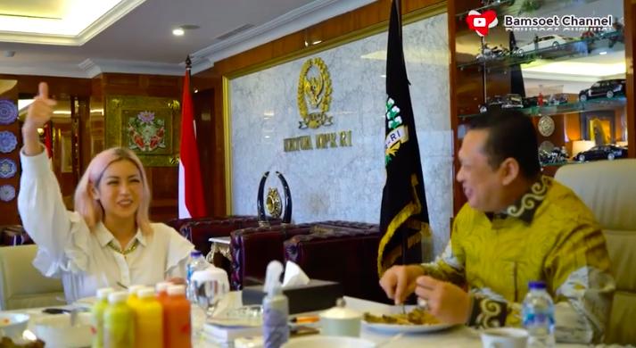 Jessica Iskandar Adu Gombal dengan Ketua MPR, Siapa Lebih Jago?