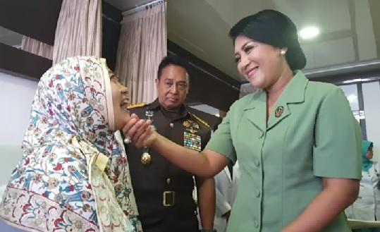 Momen KASAD Jenderal TNI Andika Perkasa menangis di bangsal RSPAD Gatot Soebroto (Foto: Screenshot: Instagram indonesian_military45)