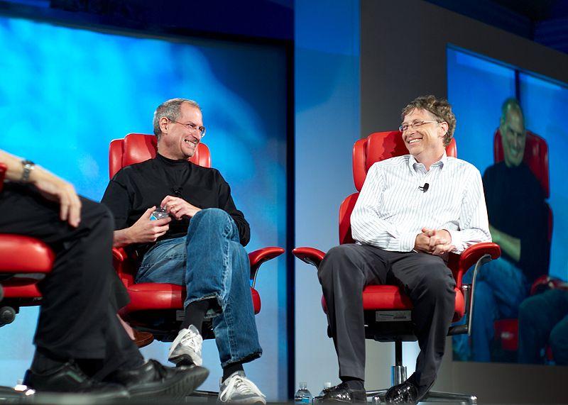 Steve Jobs dan Bill Gates pada 2007. Foto: Joi Ito/Wikipedia