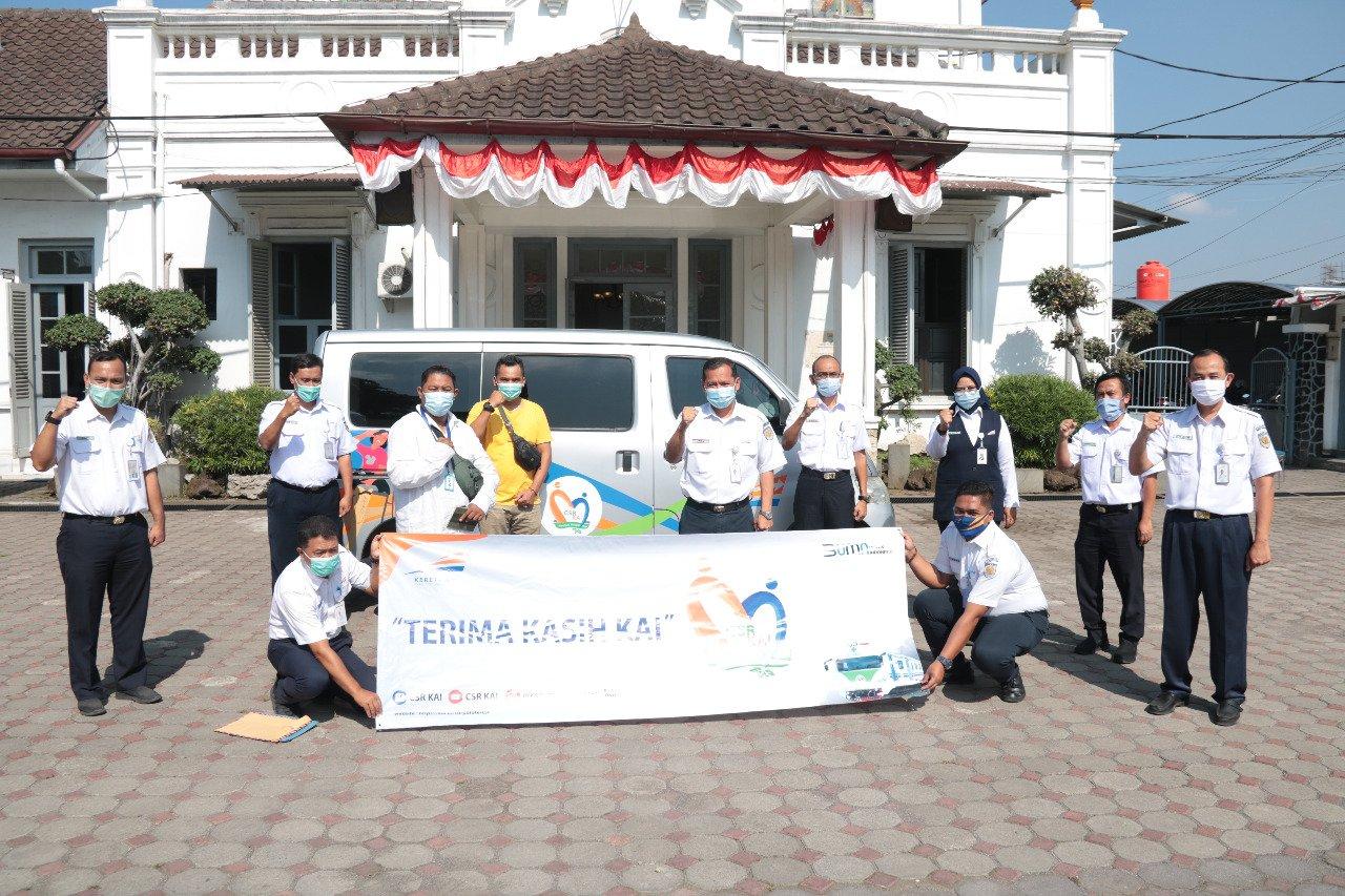 PT KAI Daop 2 Bandung memberikan bantuan sebesar Rp 75.000.000kepada penyandang disabilitas melalui Yayasan Insan Siliwangi Kota Tasikmalaya. Foto: Humas KAI Daop 2