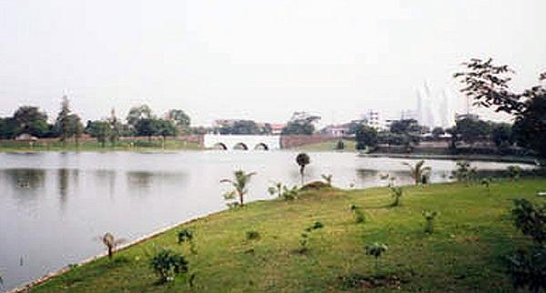 Danau di Taman Makam Pahlawan Kalibata (Foto: Tommy/GenPI.co)