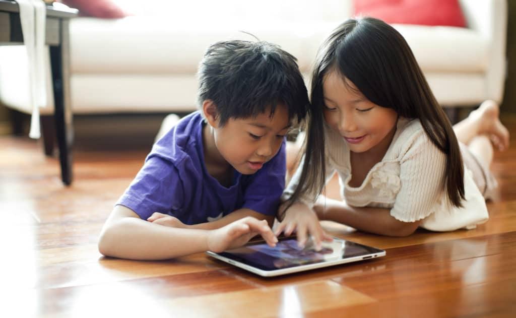 Anak Belajar di Rumah, Orang Tua Hadapi Tantangan dan Beban Baru. Foto: Hellosehat