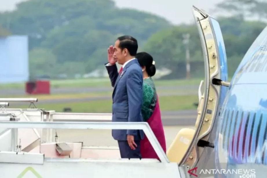 Presiden Joko Widodo dan Ibu Negara Iriana Widodo saat hendak bertolak menuju Korea Selatan di Lanud Halim Perdanakusuma, Jakarta pada Sabtu (23/11/2019). ANTARA/Muchlis, BPMI Setpres/pri