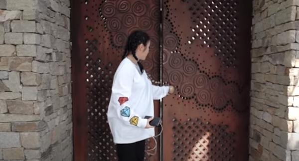 Taman Rumah Momo Geisha Buat Melongo, Di Sana Sini Ada Air Mancur