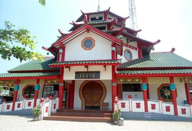 3 arsitektur Masjid Cheng Ho di berbagai wilayah Indonesia. Kerennya nggak nanggung! (Foto : Wowkeren)