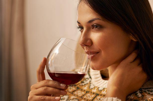 Ilustrasi wanita minum wime. Foto: mirror