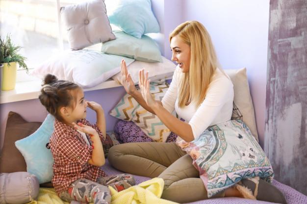 3 Kebiasaan Orang Tua yang Dapat Membuat Si Kecil Jadi Manja