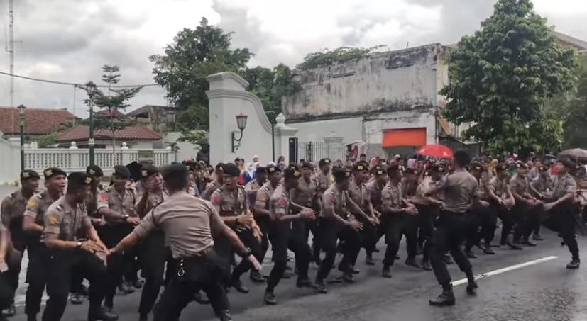 Wow, Ada Makna Bersejarah Di Balik Yel-Yel Terpesona TNI-Polri. Foto: TNI-Polri