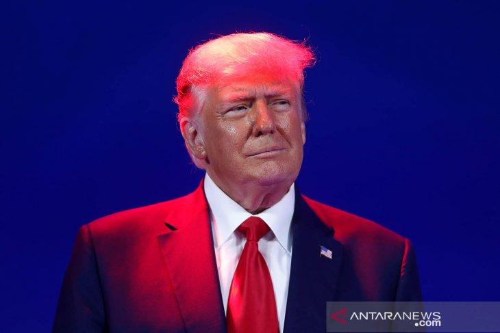 Tampil Perdana Usai Lengser, Donald Trump: Kalian Rndu Aku?. Foto: Antara