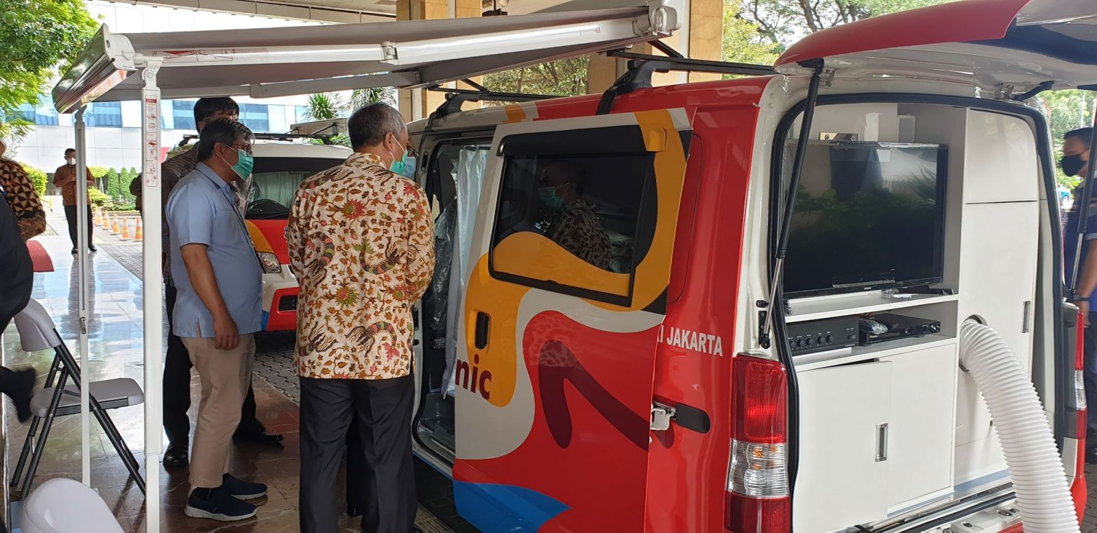 Daihatsu Donasikan 2 Mobil Gran Max Klinik ke Pemprov DKI. Foto: PR Daihatsu