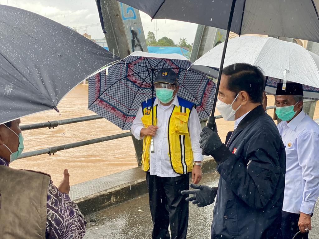Jokowi tinjau banjir Kalsel. Foto: Biro Sekret