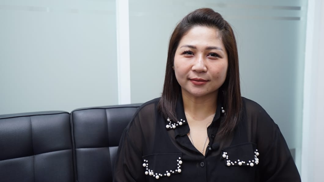 Merry Jane, seorang pakar alis sekaligus pemilik Armyra Beauty Studio. Foto: GenPI.co