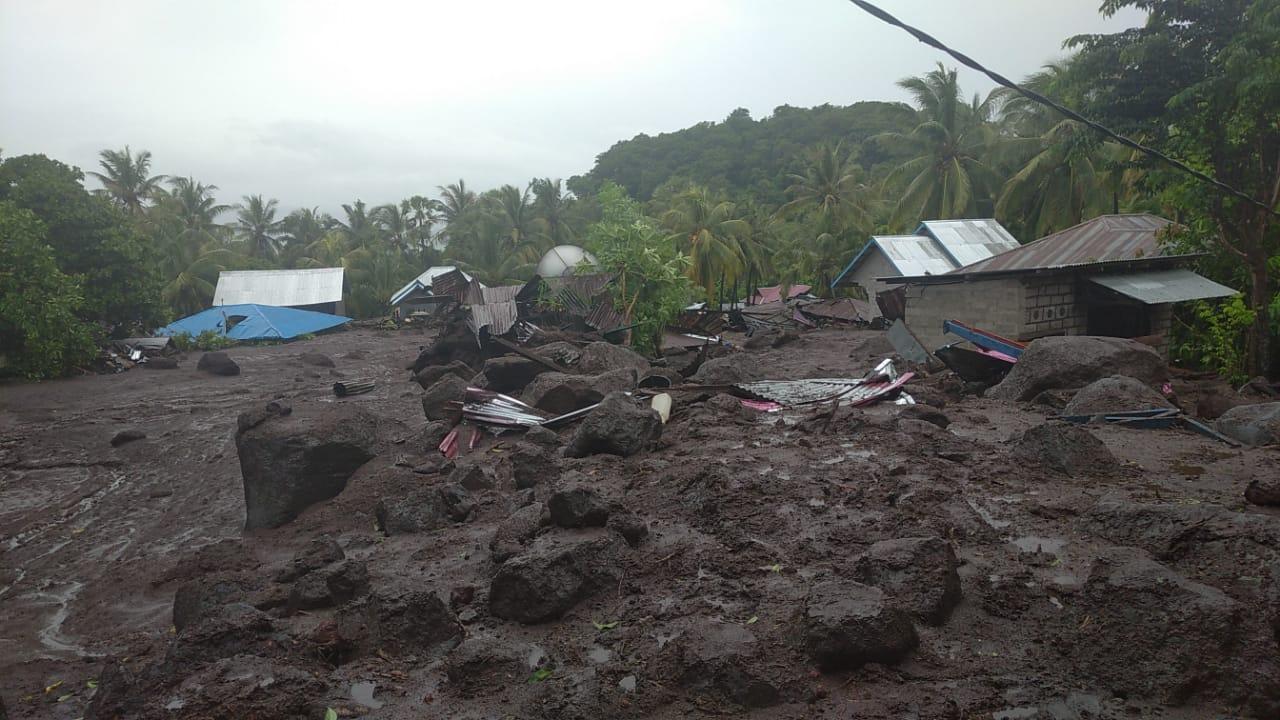 Update Korban Banjir NTT dan NTB: 119 Orang Meninggal Dunia. Foto: BNPB