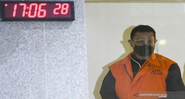 Juliarai batubara, tersangka korupsi proyek pengadaan bansos. Foto: Antara