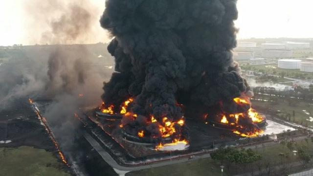 Kebakaran Kilang Minyak Indramayu. Foto: Antara
