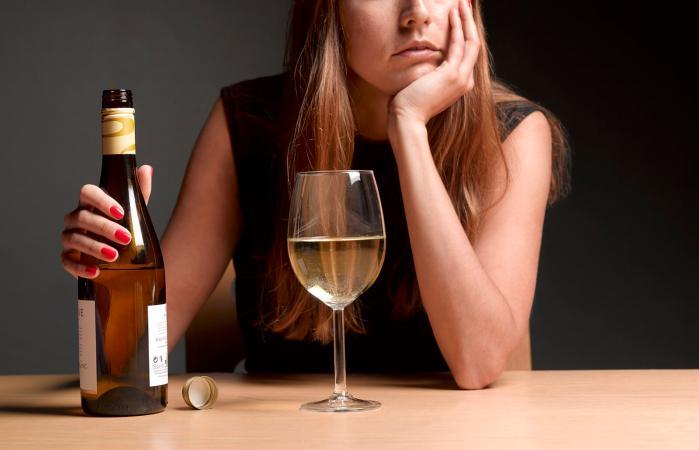 Nih 5 Dampak Mengerikan Minumam Alkohol untuk Kulit Wanita