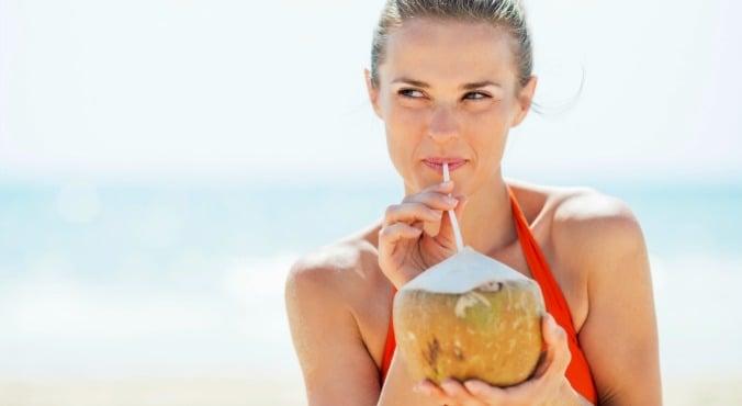 Manfaat Air Kelapa yang Menakjubkan, 5 Penyakit Ambrol Sekaligus