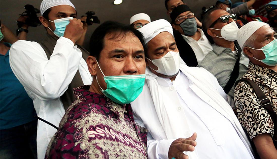Munarman (kiri) bersama Habib Rizieq Shihab. Foto: Ricardo/JPNN