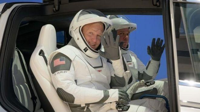 Cuaca Buruk, Roket SpaceX dan Astronaut NASA Tunda Lepas Landas