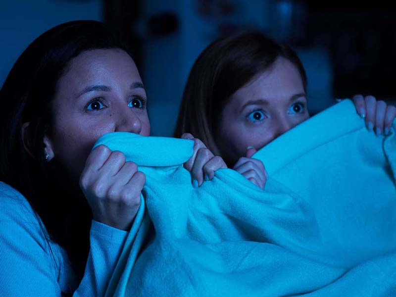 3 Zodiak Ini Enggak Berani Nonton Film Horor Penakut