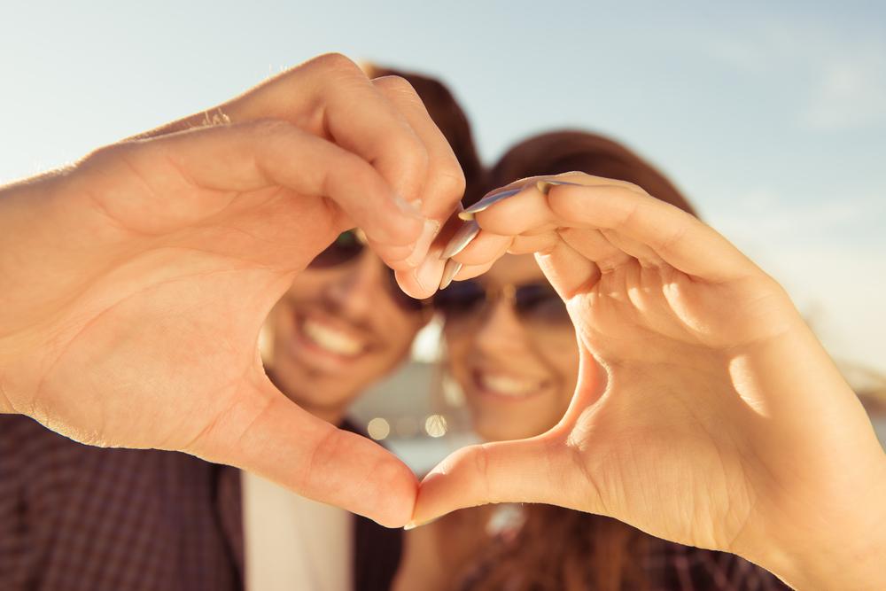 Ilustrasi jatuh cinta. Foto: Shutterstock