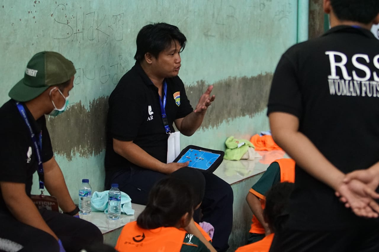 Pelatih Futsal Putri Tim RSS Clinic Berlisensi Level 1 AFC Coaching Course, Ari Rachmad Priyono. Foto: Ari