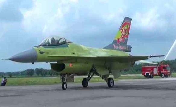 Satu dari 10 pesawat F-16 milik TNI AU. (Foto: Pojokpitu)