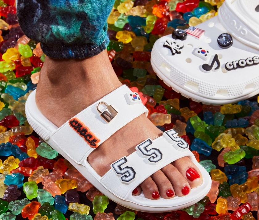 Bergaya Milenial, Intip Koleksi Sandal Crocs yang Playfull. Foto: PR Crocs
