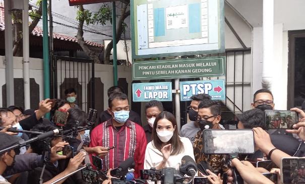 Gisella Anastasia di Pengadilan Negeri (PN) Jakarta Selatan. Foto: GenPI.co