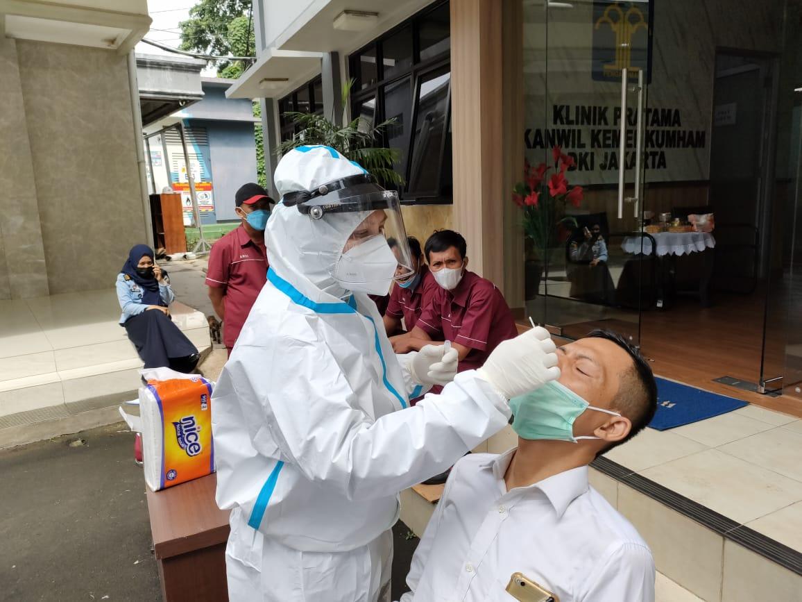 Ratusan Pegawai Kanwil Kumham DKI Lakukan Swab Tes Antigen. Foto: dok Kakanwil Kumham DKI Jakarta