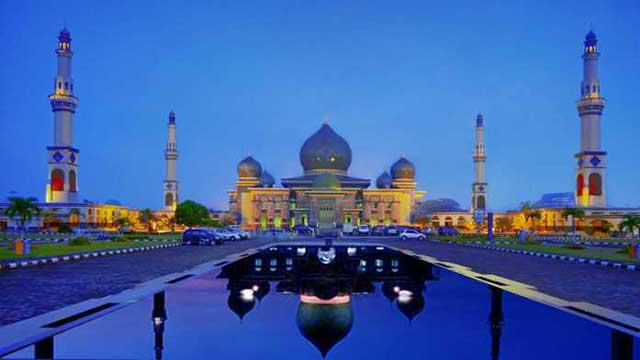 Masjid An-Nur Provinsi Riau. Foto: Phinemo