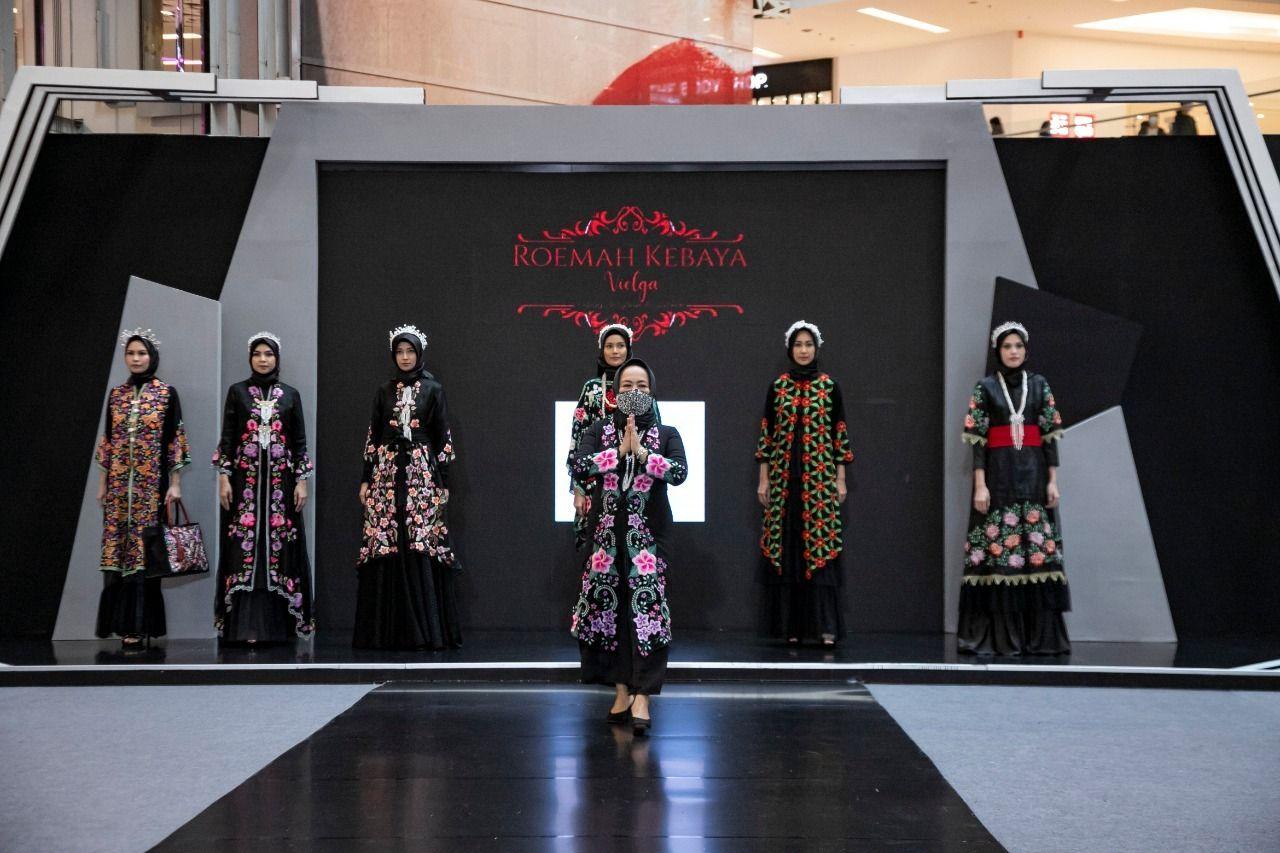 Cantiknya Gamis Penuh Bunga Roemah Kebaya Vielga di MUFFEST 2021. Foto: PR IFC