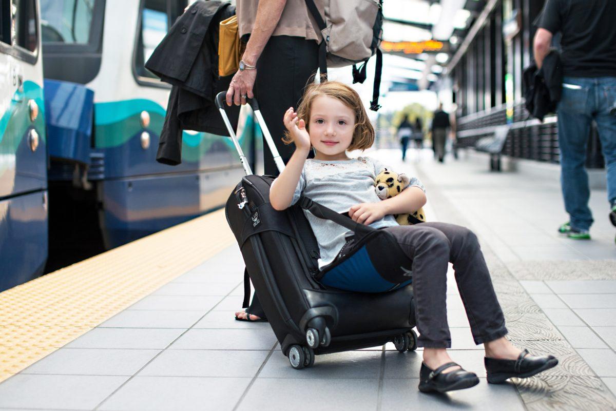 Jangan Cemas, Simak 4 Tips Cegah Anak Mabuk Perjalanan