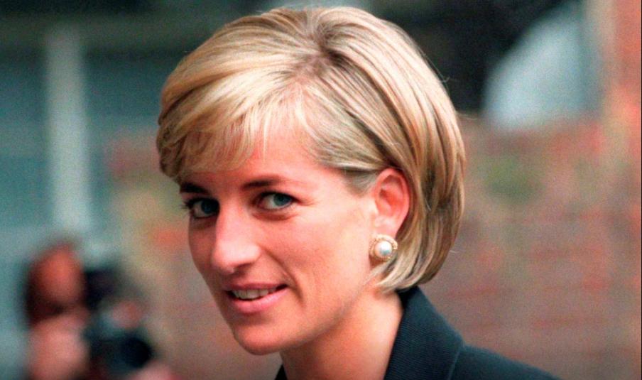 Foto: Putri Diana tiba di Royal Geographical Society di London pada 12 Juni 1997 (Reuters/Ian Waldie/File Photo