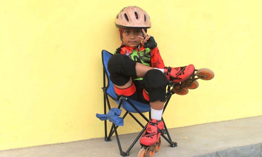 Di Usia 6 Tahun, Valiandayra Sudah Jadi Atlet Sepatu Roda. Foto: Radar Karawang