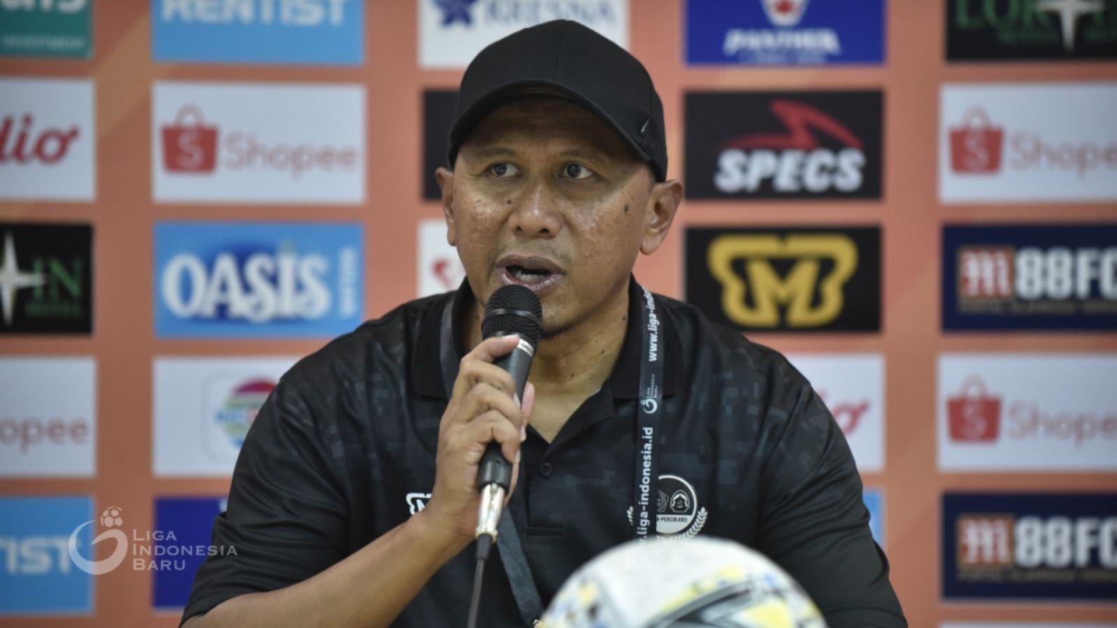 Rahmad Darmawan tidak bisa tersenyum lebar setelah laga PS Tira Persikabo vs Semen Padang pada lanjutan Liga 1 2019. Foto: Liga Indonesia