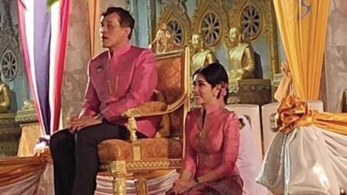 Raja dan selir Kerajaan Thailand. Foto: Dok IG: royalworldthailand