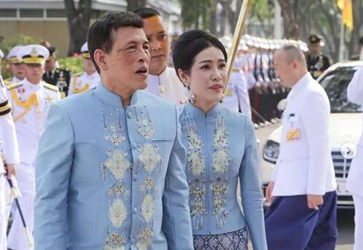 Raja dan selir Raja Thailand. Foto; IG @royalworldthailand)