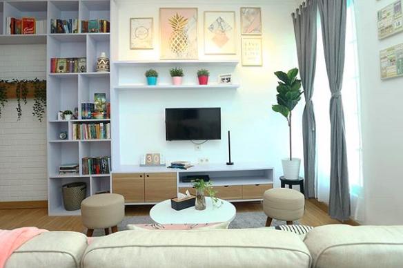 Percantik Ruangan Sempit, Kamu Bisa Siasati dengan Hiasan Dinding. Foto: IG @judhiacasa