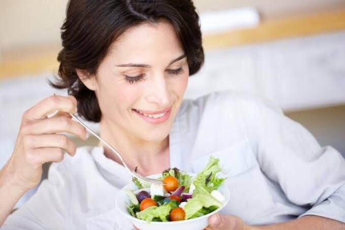 Ilustrasi perempuan vegan. Foto: medical news today