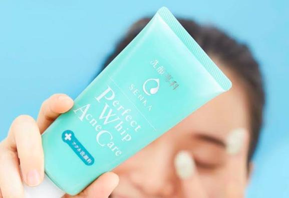 Senka Perfect Whip Acne Care: Perawatan Ganda untuk Kulit Jerawat. Foto: Senka