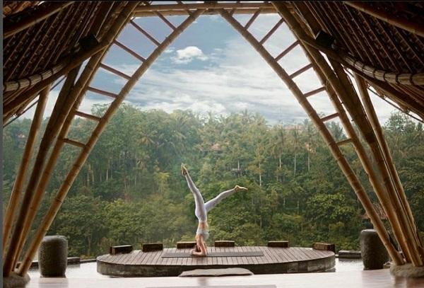 Unggah Foto Pose Yoga, Shandy Aulia Bikin Warganet Ngiri, Keren!