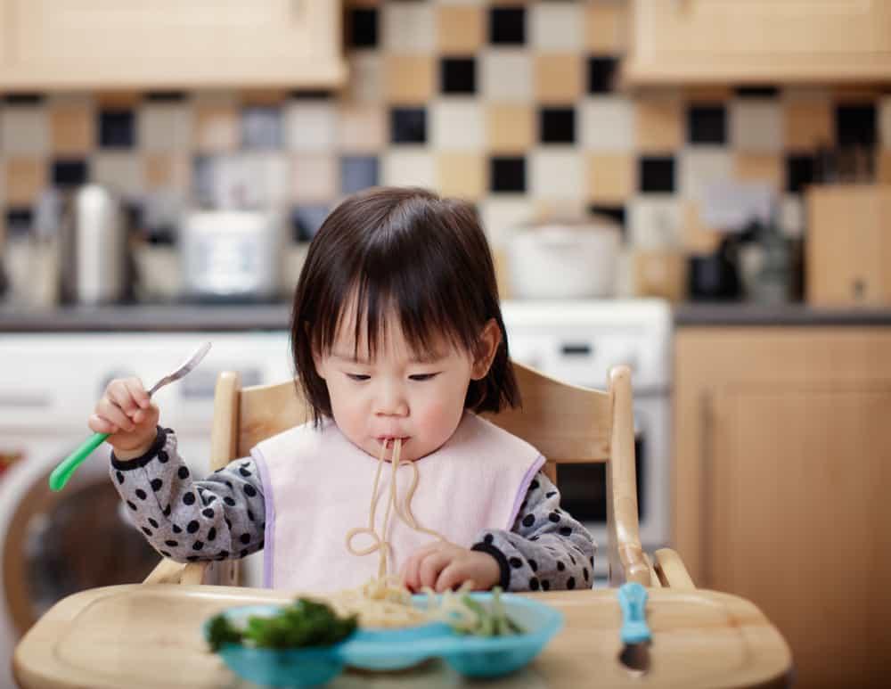 Ilustrasi menyapih anak. Foto: Shutterstock