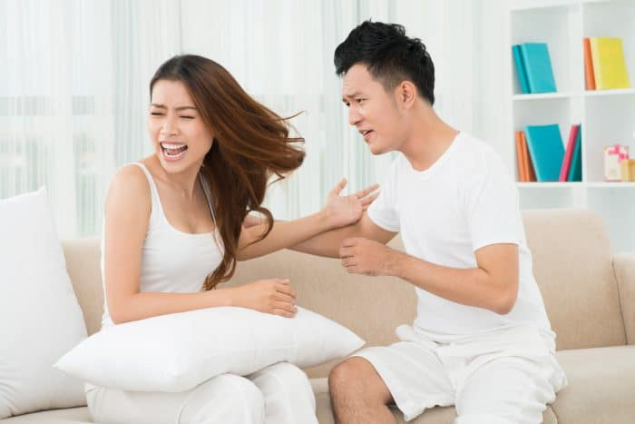 Cara Menguatkan Hubungan dengan Pasangan Ketika Beda Prinsip. Foto: Shutterstock